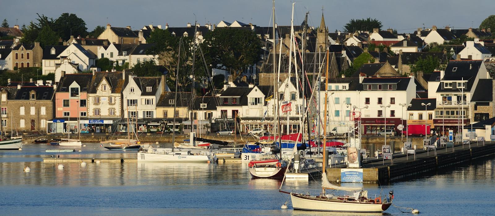 Visiter la trinit sur mer que faire la trinit sur - Restaurant l huitre y est port des barques ...