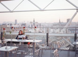 Cinq idées de rooftops parisiens où prendre l'apéro