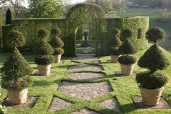 Gôuter-Broderie dans les Jardins
