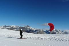 Faire du snowkite