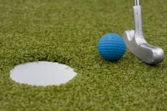Découvrir l'architecture locale en jouant au mini-golf