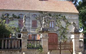 Statues et bas-reliefs de Masgot