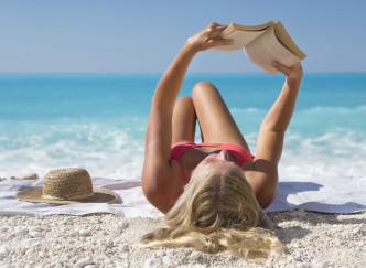 5 trucs pénibles quand on veut lire à la plage