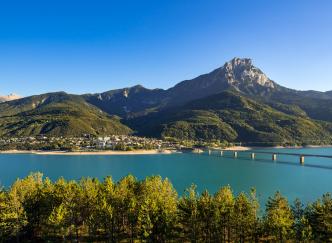 Le lac de Serre-Ponçon : le plus grand artificiel d'Europe !