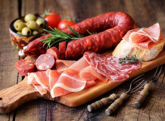Découvrez les spécialités de la charcuterie française : épisode 2 - les saucisses et les saucissons