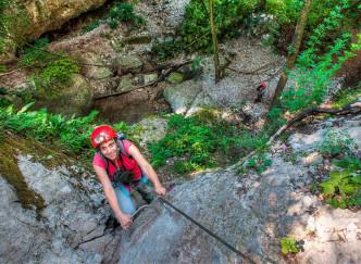 Et si vous essayiez le canyoning dans le lac d'Annecy ?