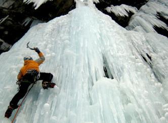 Escalader une cascade de glace