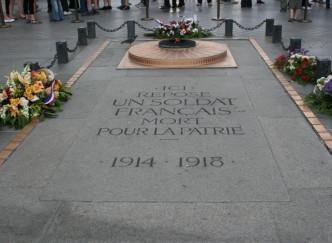L'Arc de Triomphe et la Tombe du Soldat Inconnu