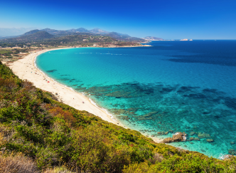 Mer ou montagne, que choisir pour cet été ?