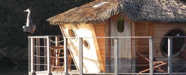 les cabanes des grands lacs chassey l s montbozon. Black Bedroom Furniture Sets. Home Design Ideas