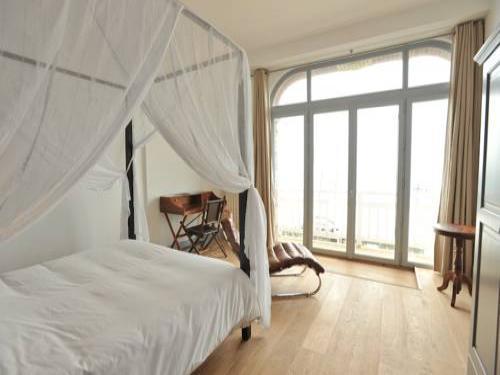 h tel le rayon vert tretat. Black Bedroom Furniture Sets. Home Design Ideas